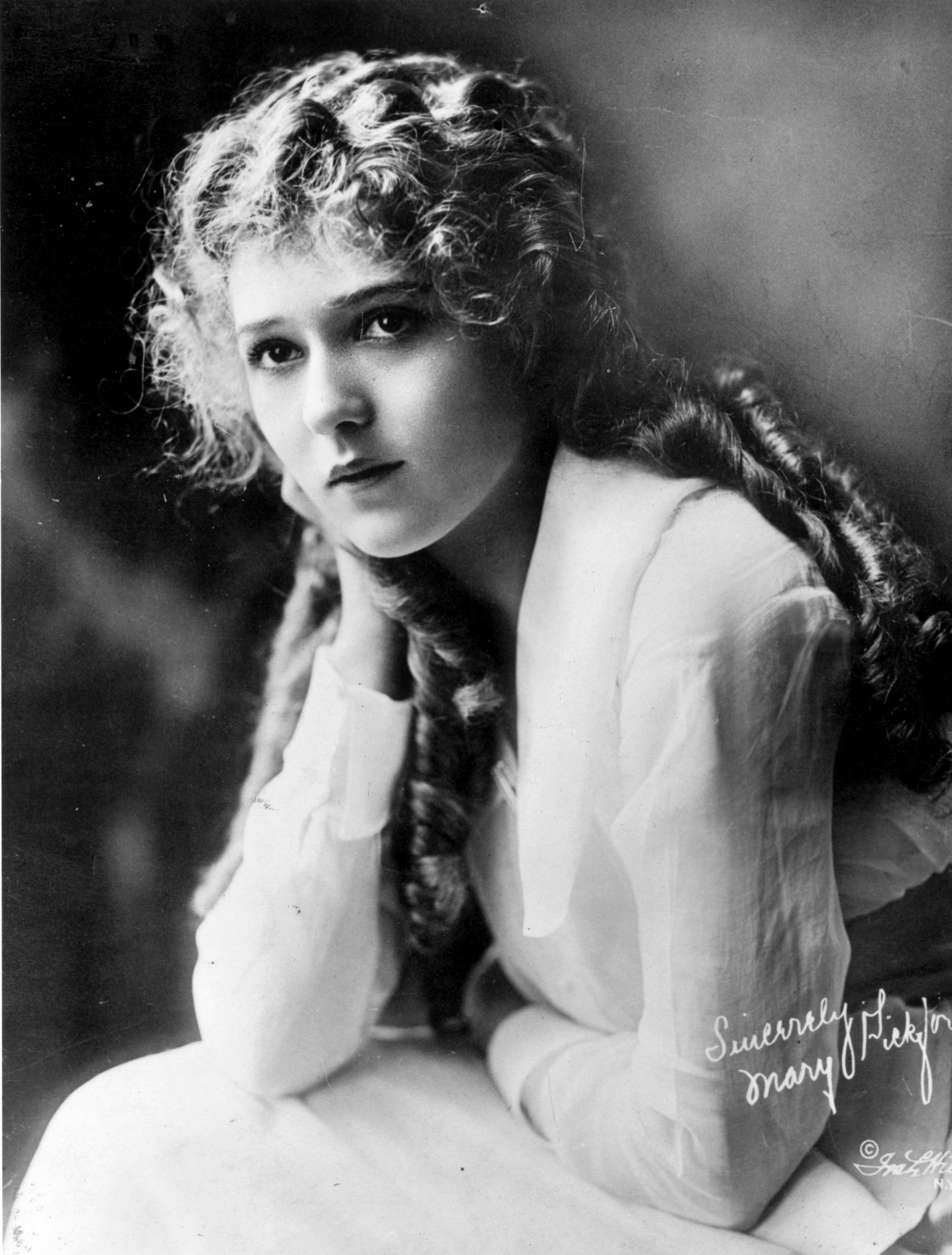 http://verdoux.files.wordpress.com/2008/02/mary-pickford.jpg