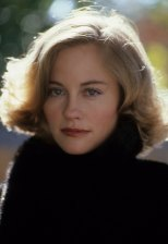 LOS ANGELES - CIRCA 1987: Cybill Shepherd poses for a portrait in c.1987 in Los Angeles, California.(Photo by Donaldson Collection/Michael Ochs Archives/Getty Images)