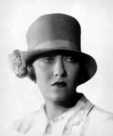Gloria Swanson, 1927 SCHAUSPIELERIN / PORTRÄT / HUT